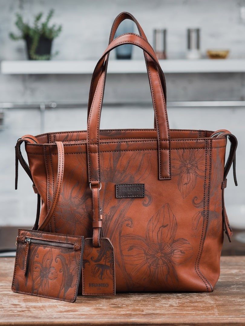 Nata flowers brown Zippy Tote in natural leather | franko.ua