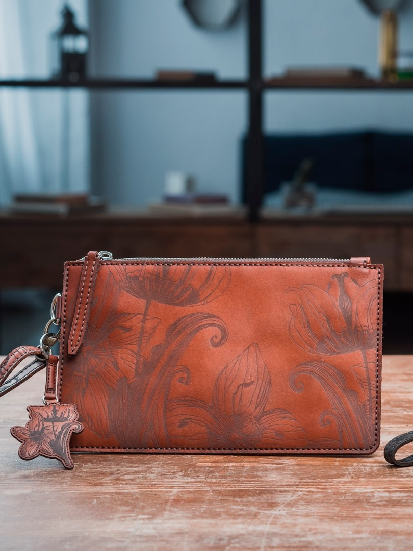 Nata flowers brown Clutch in natural leather | franko.ua